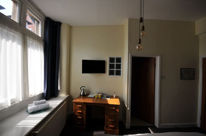 "Working Desk (Free WiFi), 32"" TV (Free Netflix), Central Heating Radiator, Large Window (Natural Light and Ventilation). Door to En-suite Shower and Toilet."