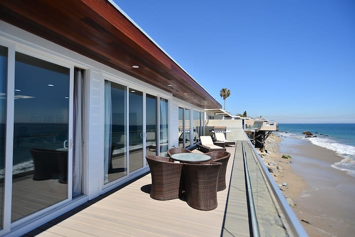 Oceanfront beach house in malibu houses for rent in for Malibu house for rent