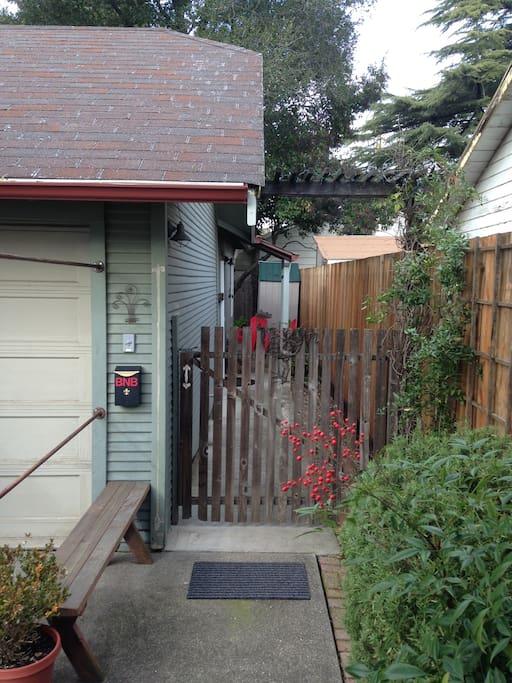 Private entry gate