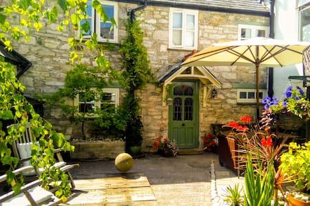 Castle Street Cottage - Sleeps 4 - Ruthin
