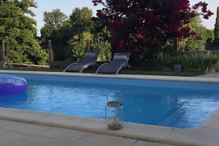 maison piscine/vue sur rivière - Maison