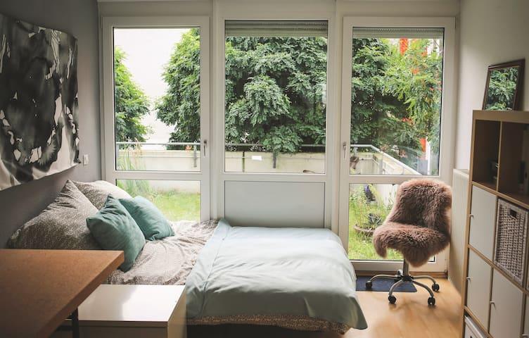 Ruhiges Zimmer in Linden-Mitte mit Garagenplatz