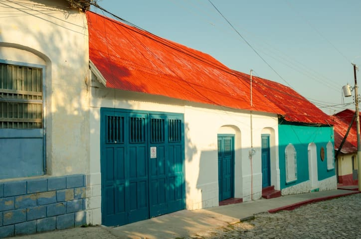 6BDS House in the heart of Isla de Flores