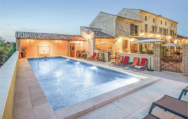 Holiday cottage with 6 bedrooms on 247m² in Vallabregues