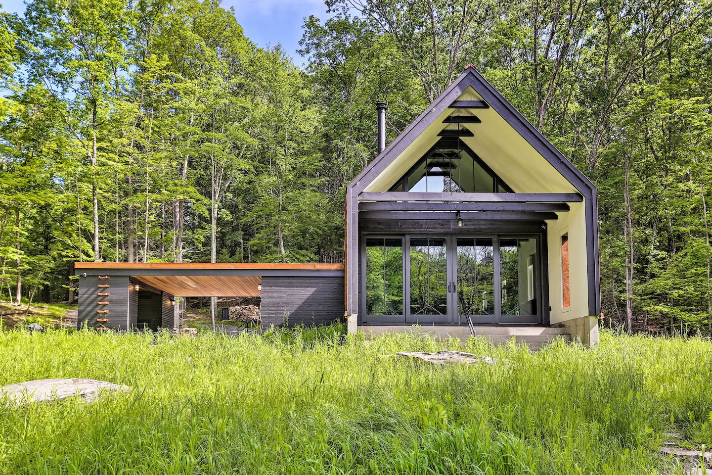 Choose this one-of-a-kind modern cabin for your New York countryside retreat.
