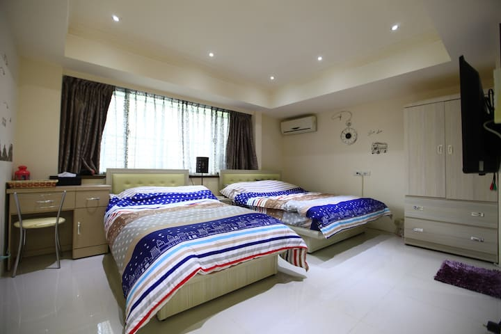 E1 room with a private bathroom in a 3 bedroom apt - Da'an District - Apartment