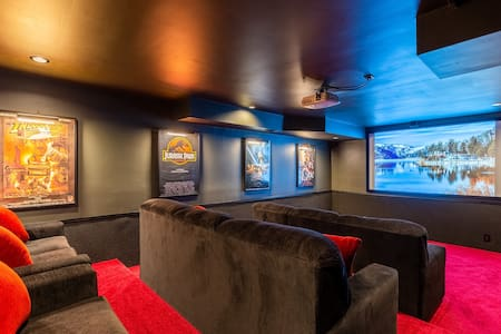 Theater Room- Hot tub- Games- Celebrate in Luxury