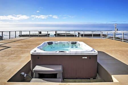 5BR Rockaway Beach House w/ Rooftop Hot Tub! - Rockaway Beach