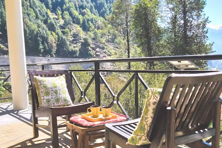 Snow Bliss - Best Mountain View Room in Manali