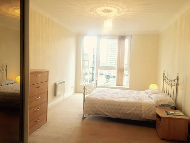 Canary Wharf Master En-suite Room - London - Apartment