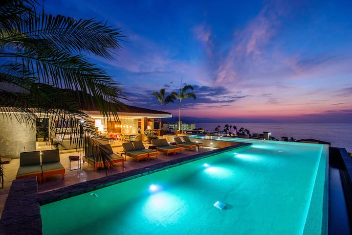 A Couples Paradise, Steps to the Beach BRAND NEW - Puerto Vallarta - Lyxvåning