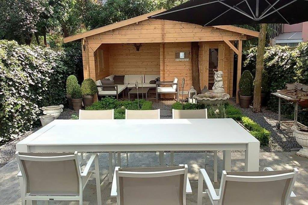 Tuinlounge met Sauna