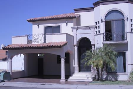 Casa de lujo en colonia privada - Hermosillo