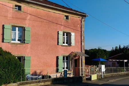 Gîte rural dans la belle nature de l'ouest vosgien - Isches - บ้าน
