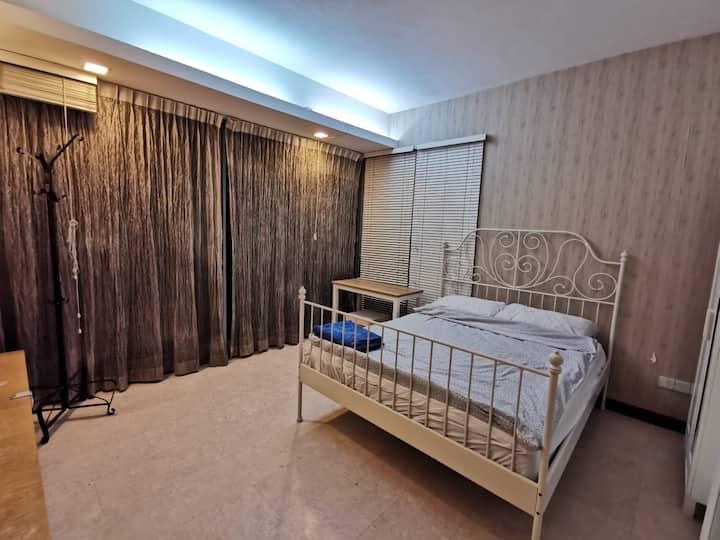 Condo Room near MRT in West近南大国大IBP5分钟到地铁站临国家公园带泳池