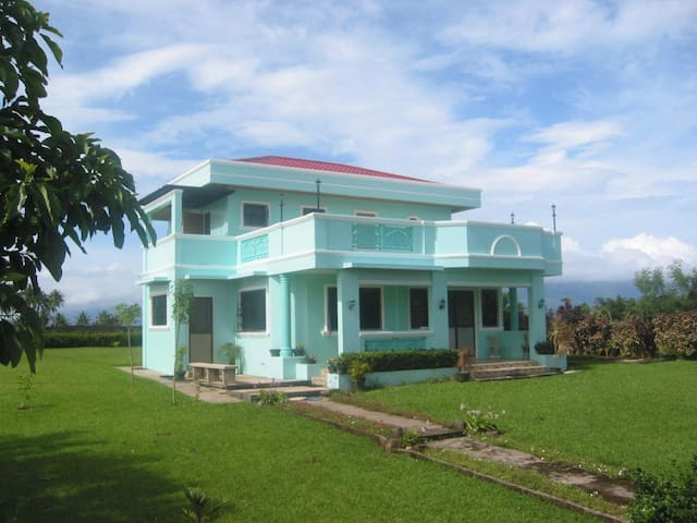 palaka house,san miguel island,alba - Tabaco City - Дом