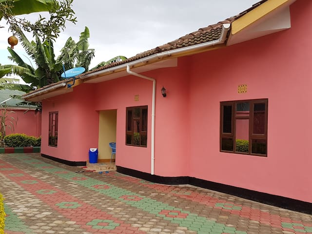Centrum av Arusha, Tanzania. OBS! Hela huset.