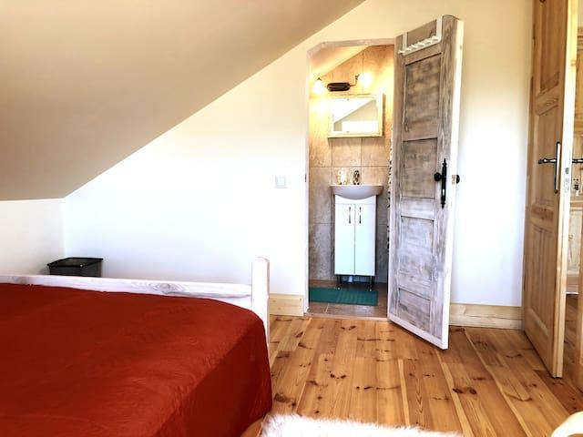 Bedroom & Bathroom No.1