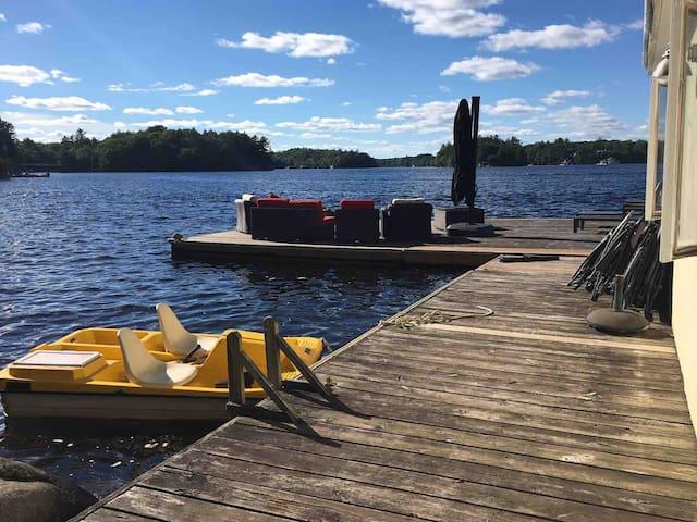 Beautiful Cottage on Lake Muskoka w/ Hot Tub