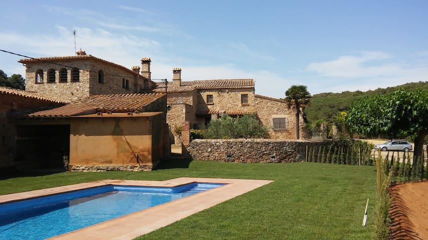 Masía siglo XVII cerca la playa con piscina y Wifi - Regencós - House