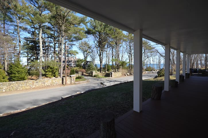 Direct Ocean View - Beautiful, Warm and Spacious