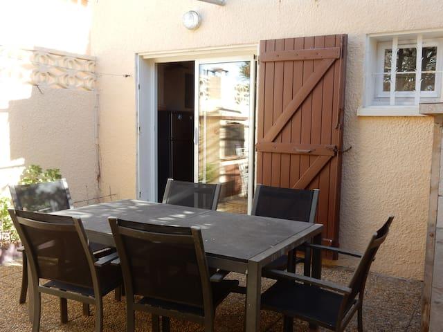 Petite maison à 200 m de la mer - Le Barcarès - House