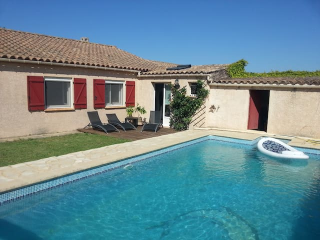 Villa calme avec piscine chauffée - Bizanet - Dům