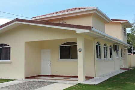 25% discount, 2016 build, walk to the beach, pool - Esterillos Oeste - บ้าน