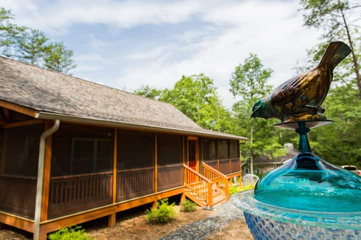 Perfect Cabin Getaway at Porch Time | Sleeps 4