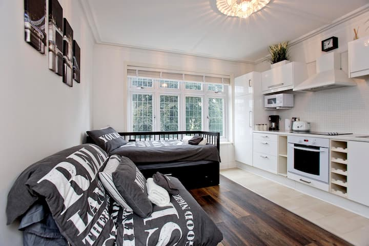 Stylish Studio* 17 minutes to Centre!