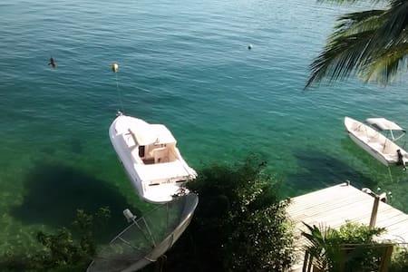 Casa na Ilha Grande de frente pro mar com pier