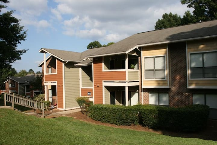 Quiet 1 bed apartment minutes from NCSU. - Raleigh - Leilighet