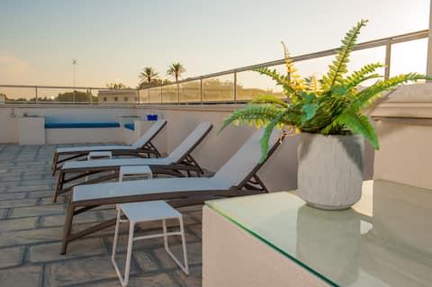 Elegante camera con terrazzo