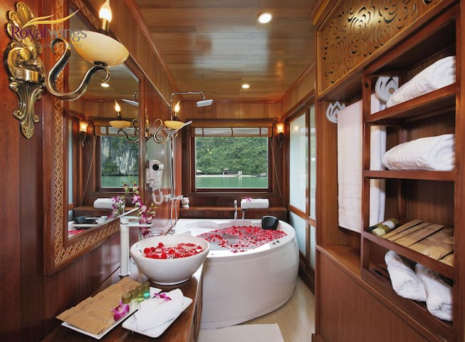 Royal Wings Cruise _ 02days01night - tp. Hạ Long - Cabane