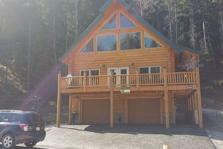 Picturesque Mountain View New Log - BLAIRMORE