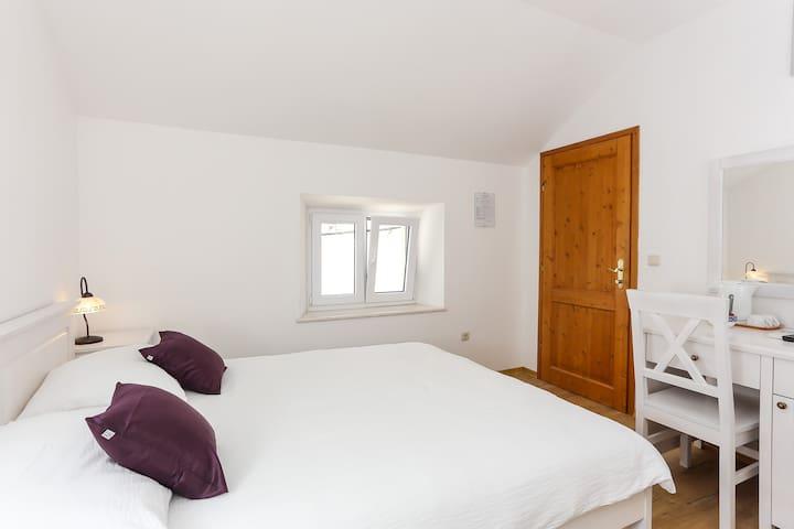 Rooms Kortizija: Double room #4