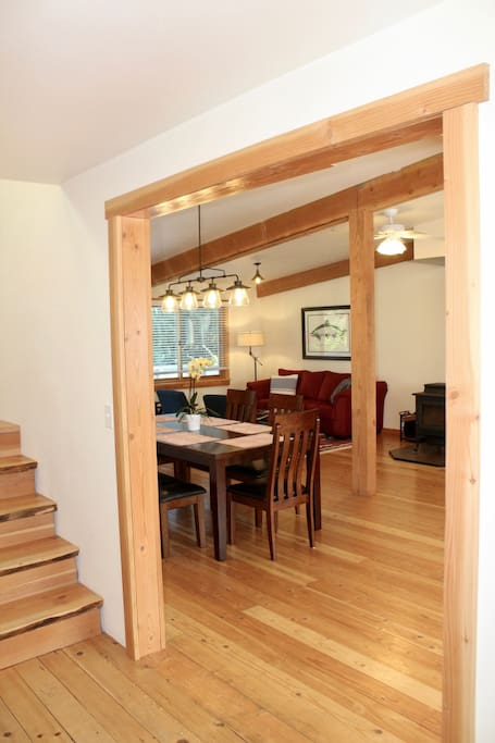 Bright entry way leads into the family/dining area and to the upstairs bedrooms