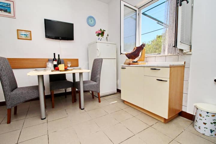 Apartments Neven - One Bedroom Apartment with Terrace and Garden View (A2)