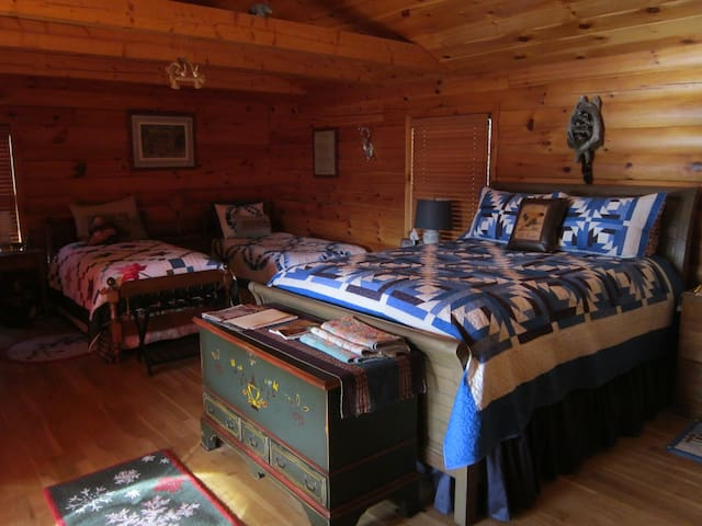 Mountain View B & B,Log Home/Priv. bath/Breakfast