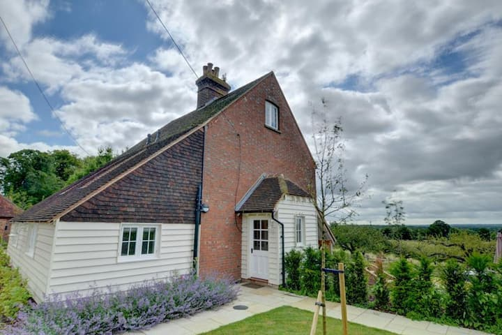 Attractive Holiday Home in Sutton Valence with Fireplace