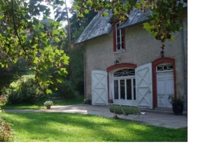 Lovely cottage in the countryside - Saint-Léger-Vauban - Hus