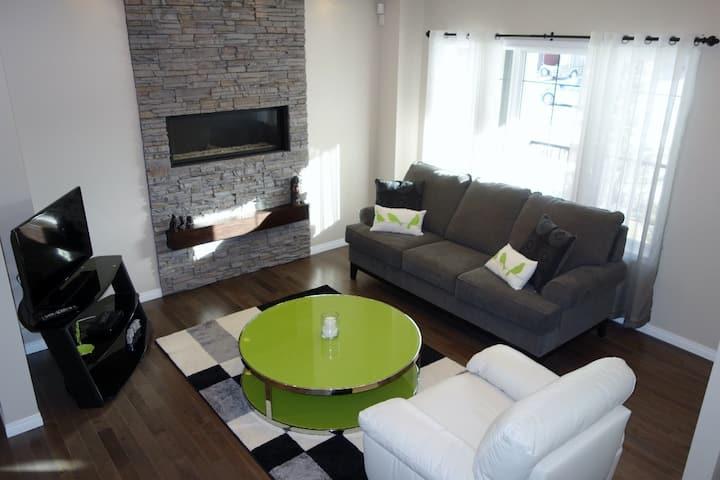 Attratctive, modern home awaits you