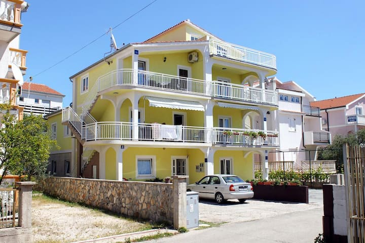 One bedroom apartment with terrace Vodice (A-5237-b)