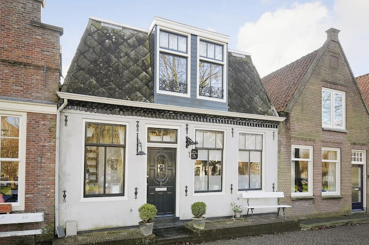 Old Dutch Canalhouse build in 1740 - Edam - House