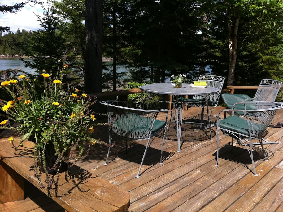 Large deck with fabulous views-wonderful for meals