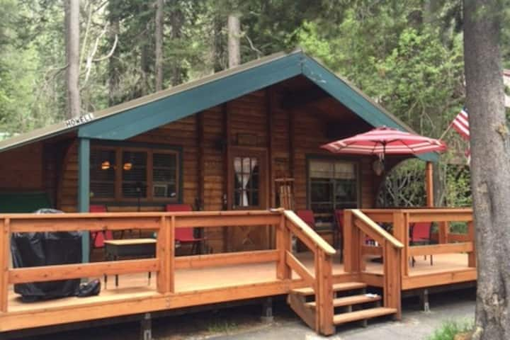 Cozy Cottonwood Cabin