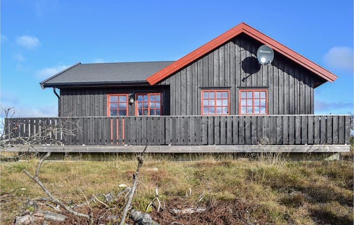 Holiday cottage with 2 bedrooms on 93m² in Sjusjøen