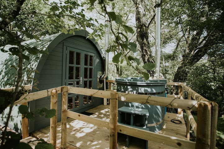 The Ash Glamping with Private hot tub