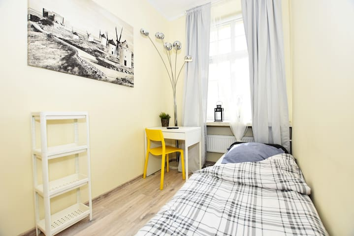CITYCENTRAL Hostel single room in RYNEK