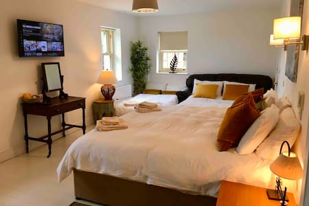 Luxury Room (1-5 people) Brittas Bay Beach